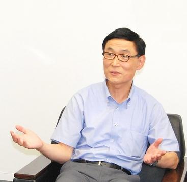 人事部 人事室 健康管理センター <br>次長(EAP担当) 片山 雅裕 様