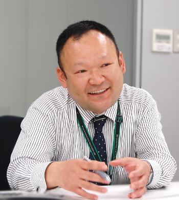 総務本部 総務部<br>部長代理 手塚 昌之 様